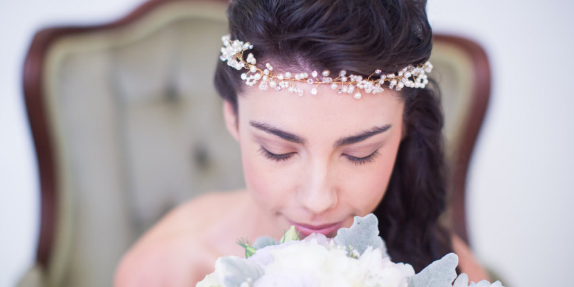WINTER BRIDAL HAIRSTYLE: CHIC AND OLD STYLE
