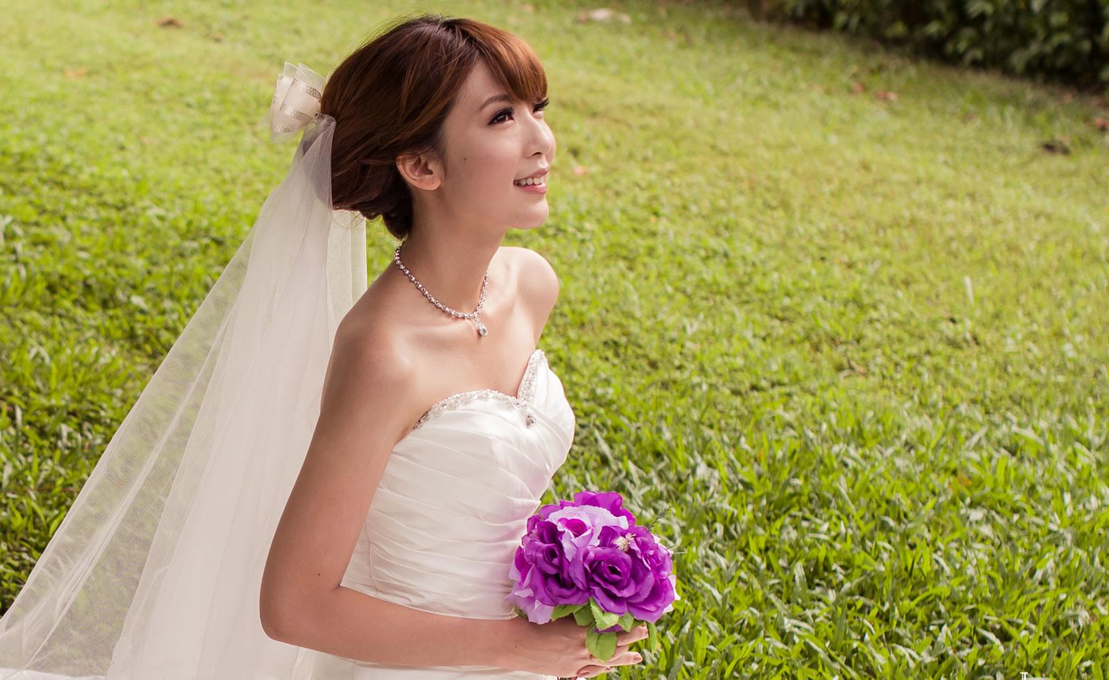 sposa cinese in abito bianco