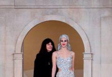 Abito da sposa Chanel 2019 - Virginie Viard con la modella Vittoria Ceretti (Lapresse)