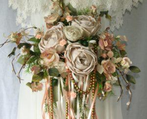 Bouquet sposa di stoffa e gioielli