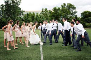 Una partita calcio il giorno del matrimonio